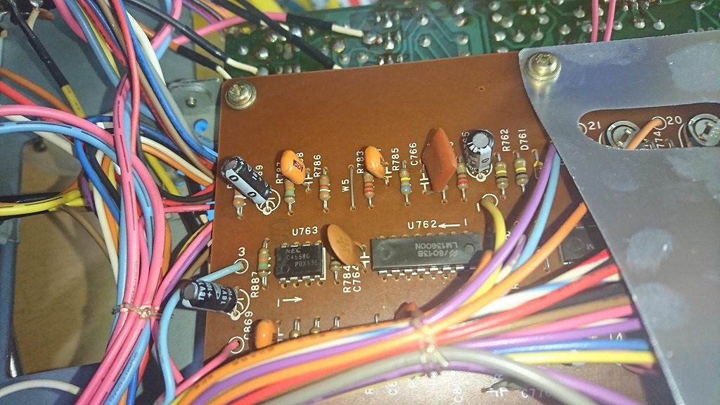 TEAC C-2X 片側が録音できない原因である橙色のフィルムコンデンサ。
