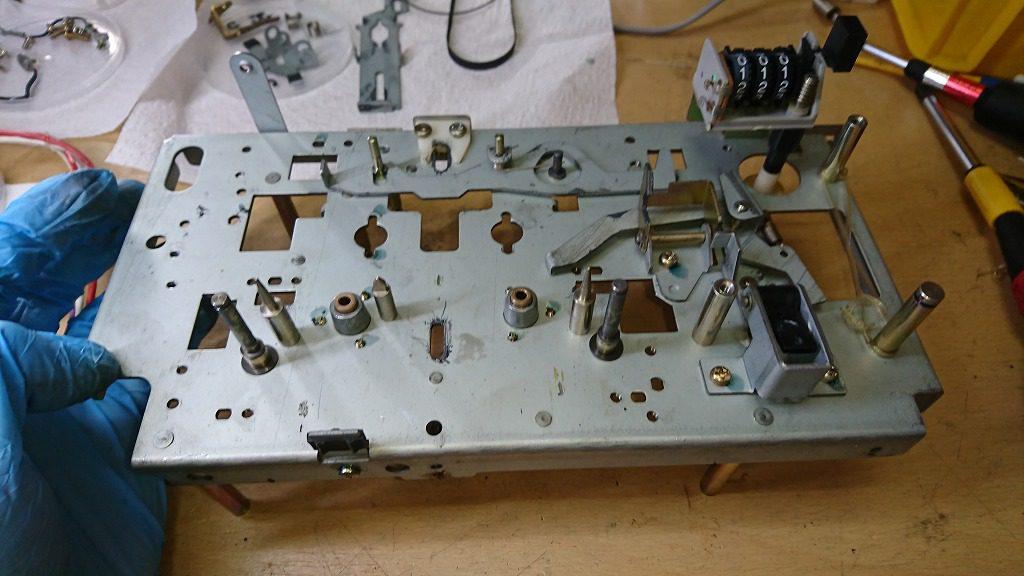 TEAC C-2X メカニズムの前面の部品をすべて取り外し完了。