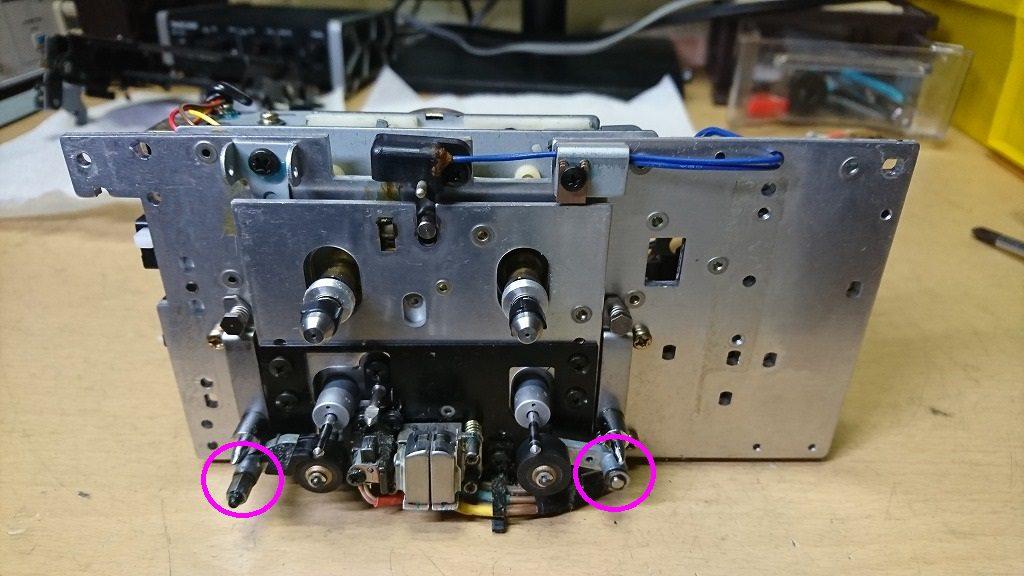TC-K777ESⅡ 固着しやすい部分その1、ピンチローラーの首振り部分。