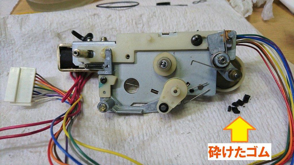 TC-K777ESⅡ 再生用アイドラーのゴムが硬化して砕けてしまった。新品に交換する。