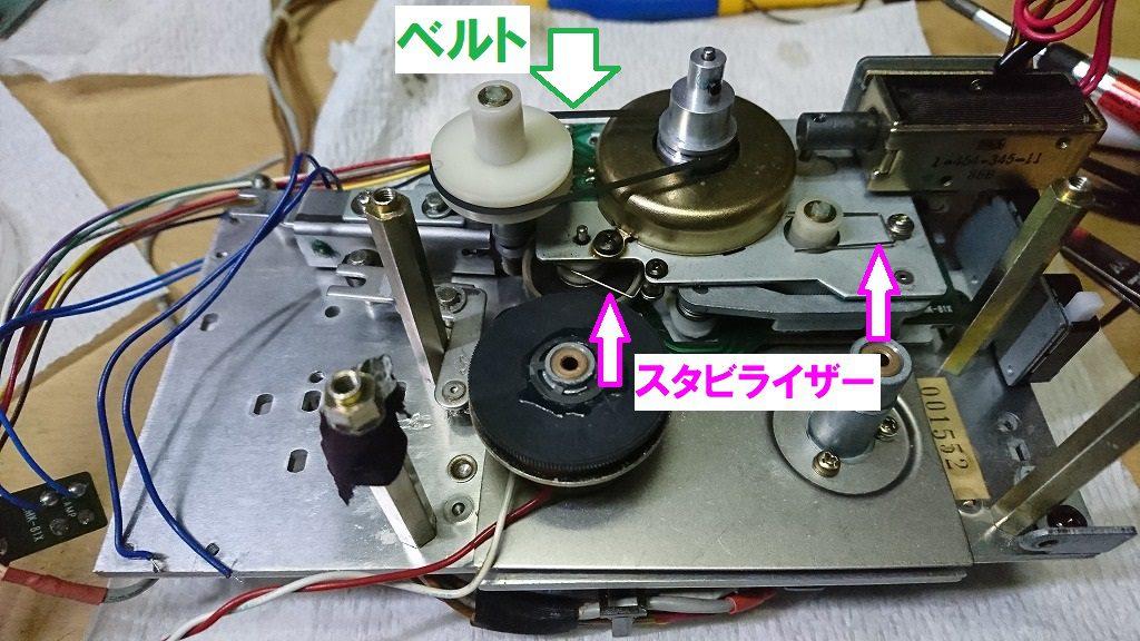 TC-K777ESⅡ 巻取り機構の組付け。リール台を挟むコの字の部品があるので、忘れずに付ける。