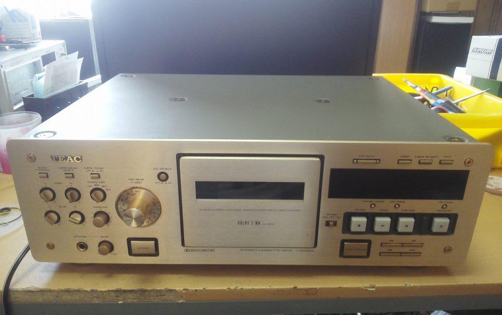 修理前のTEAC V-6030S。テープスピードが若干速いだけで、動作は特に異常なし。